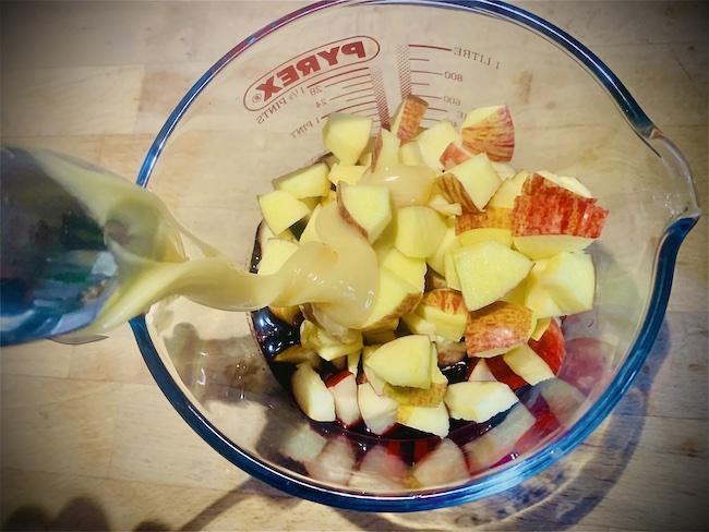 Smoothie mit Apfel, Banane und Heidelbeeren